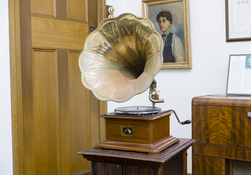 Gramophone manufactured c.1897 by the Berliner Gramophone Company Ltd. ~ Donated by the Historical Society of Cockburn.