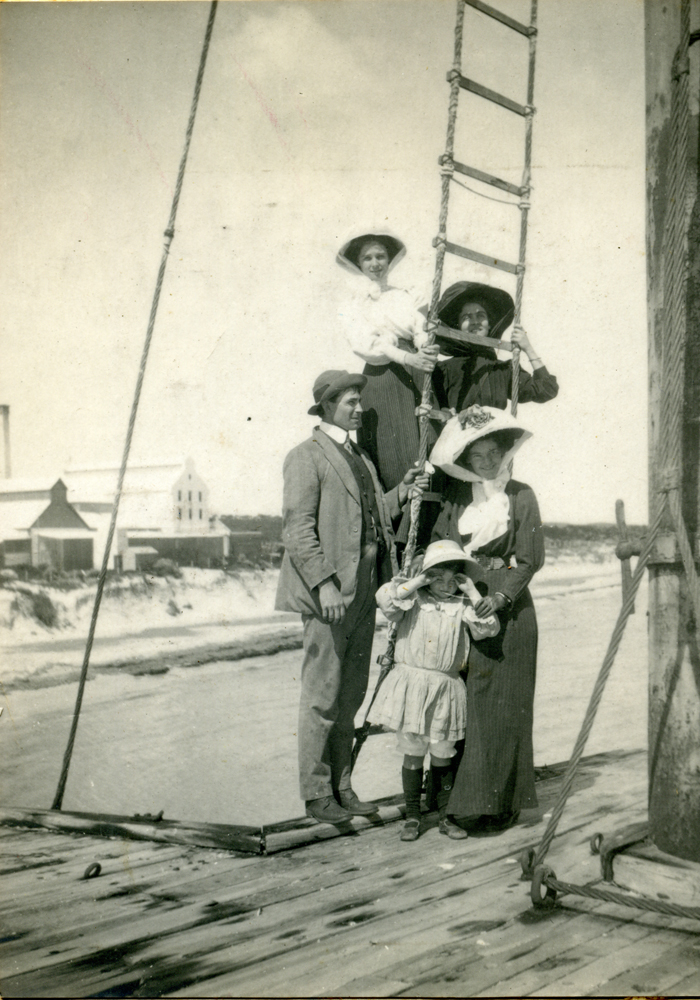 Lucius Manning with Victor Manning's family.