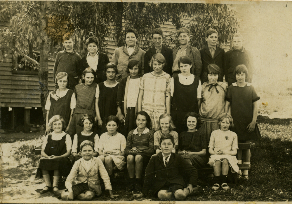 Students of Spearwood State School 1927.